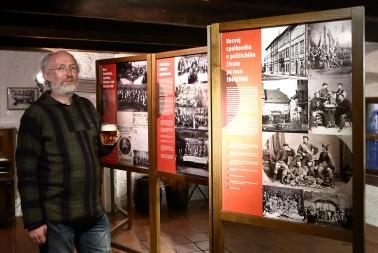 Tomáš Bernhardt atuor výstavy Stolní společnosti aneb Sociální síť před sto lety kopie