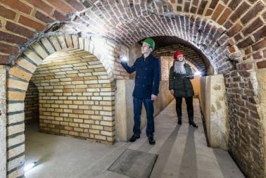 Plzeňské historické podzemí za svitu baterek (9)